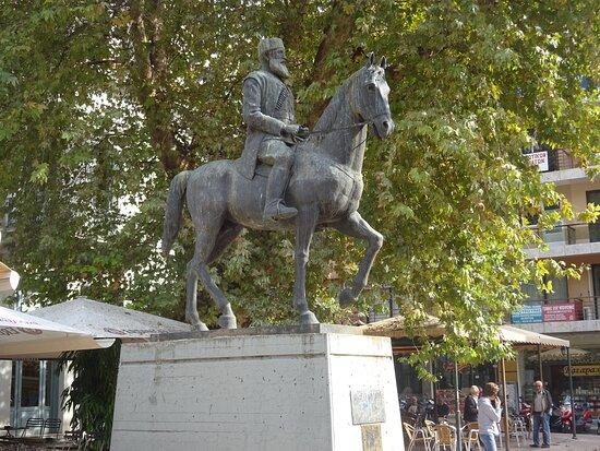 Statue of Aris Velouchiotis