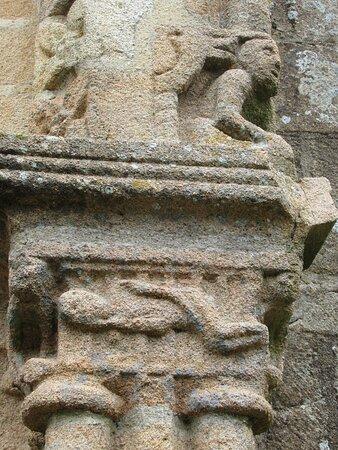 chapiteau historié de l'église Notre-Dame-de-Joie