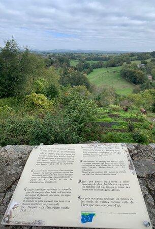 Sainte-Suzanne-et-Chammes, Frankrike: Balade sympathique qui invite à plus de découvertes