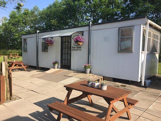Crocketford, UK: Great outdoor seating area