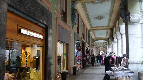 Italia, Liguria, Savona: fresche passeggiate primaverili ...