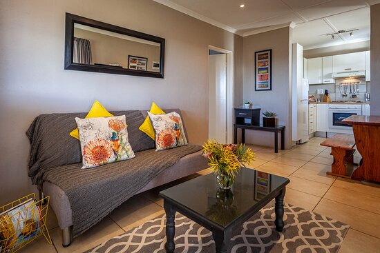 Kamieskroon, South Africa: Frances unit: lounge area