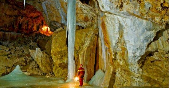 Snow Cave Raduha