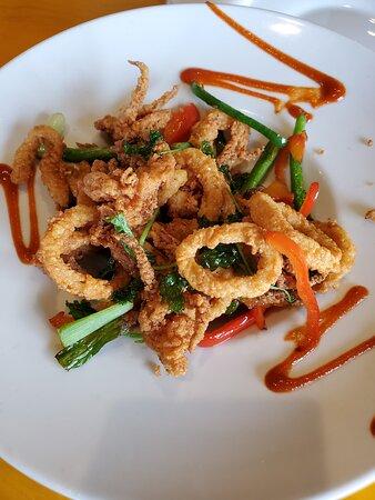 Calamari, tender fried rings of yummy!
