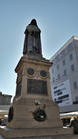 fronte statua intera