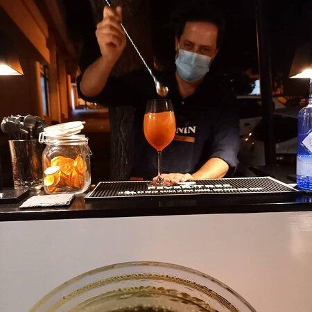 Nos Copos Cocktail Bar