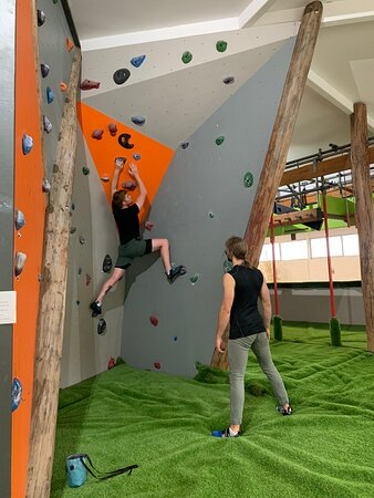 Rock climbing with 6 grades, Boulder Island Age 5- adult