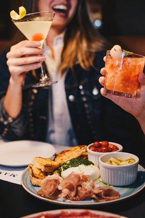 Burrata Della Mamma com Apple Martini e Campari de Lichia Com Morango (Derek Mangabeira)