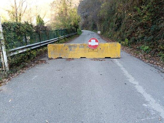 Ottone, Italy: Looks like Checkpoint Charlie