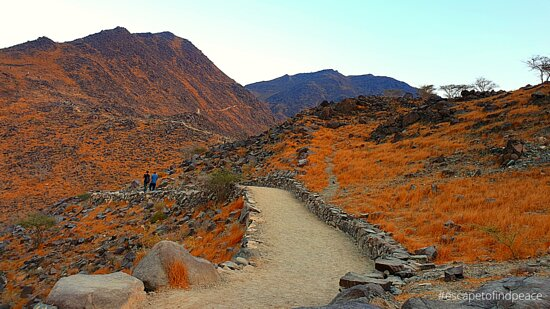 Khorfakkan, Các Tiểu vương quốc Ả Rập Thống nhất: Explore more on - https://youtu.be/RYoe2VX7wew  Easy hike with a trail. Takes approximately 1.5 - 2 hours. No toilets or shops around. Carry enough water and wear hiking friendly attire and shoes. Free parking (short term and long term parking).