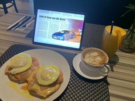 I just had my favorite breakfast here with fresh squeezed orange juice, the perfect taste cappuccino and a muffin egg benedict. This is a place to enjoy breakfast