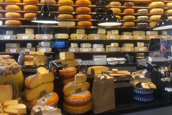 Private Gouda, Witches & Cheese day tour by Car