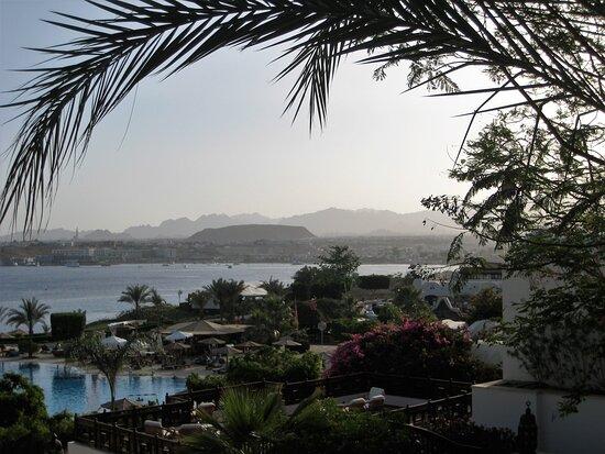 Süd-Sinai, Ägypten: Souvenirs de mes Voyages --- Egypte -- Une vue superbe de la chaine du Mont Sinaï et de la Mer Rouge prise de l'hôtel Sofitel de Sharm el-Sheikh .20.11.13