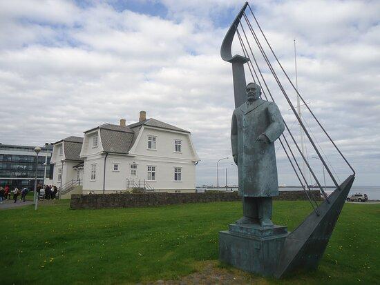 Einar Benediktsson Statue