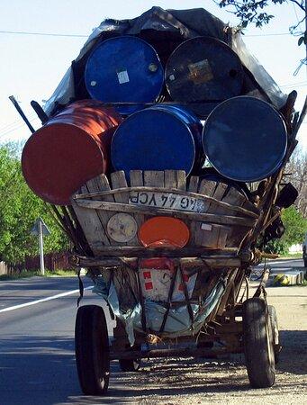 Arges County, Romanya: Souvenirs de mes Voyages --- Roumanie -- Quelques exemples de transports et pour certains d'habitation dans des villages entre Bucarest et Pitesti  année 2004.20.11.13