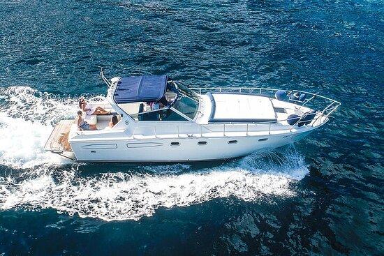 来自波西塔诺豪华酒店的卡普里岛私人乘船游览(7/8小时)