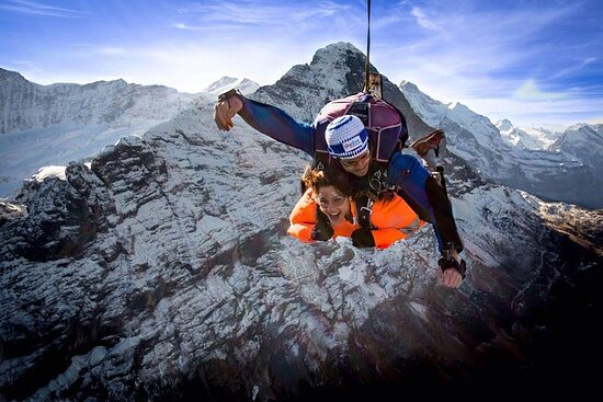 Saut original de l'Eiger à Grindelwald