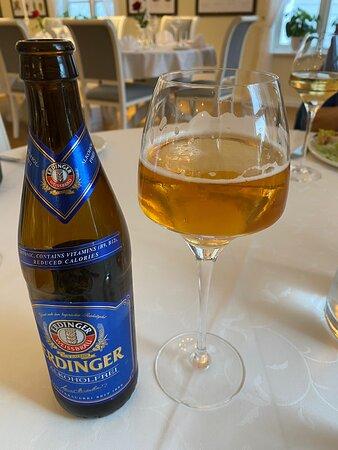 Bekkjarvik, Na Uy: Rislunsj med kaffe, Erdinger alkoholfritt øl, Cesarsalat, og et nydelig pepparkakehus!