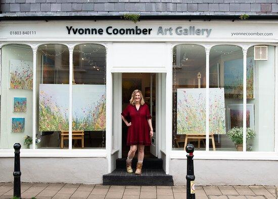 Yvonne Coomber Art