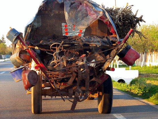 Arges County, Romanya: Souvenirs de mes Voyages --- Roumanie -- Judet Arges -- Dur réalité de la vie pour certaines population du fin fond de la campagne Roumaine Photo réalisée en 2004 -- 20.11.17