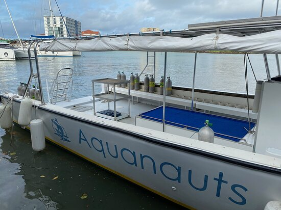 5 Day Scuba Dive Package with Aquanauts Grenada: Great day boat, kept clean and organised.