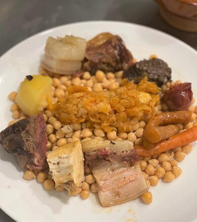 ¡Los jueves comemos cocido! Todos los jueves en nuestro menú del día tenemos Cocido completo. Sopa, garbanzos, carne... más bebida y postre por 12,50€. ¡Delicioso!