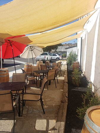 Valley Springs, CA: Outdoor seating