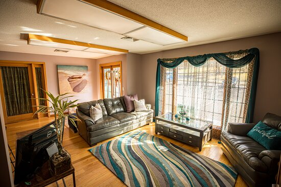 Tolland, CT: Front Room