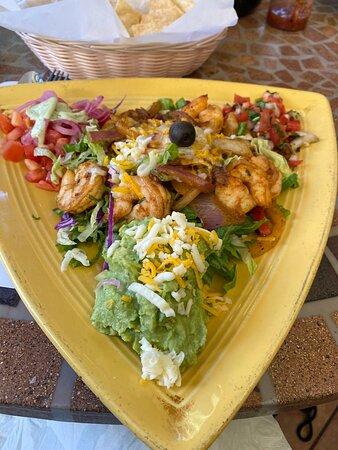 Delicious 😋 shrimp fajita salad!