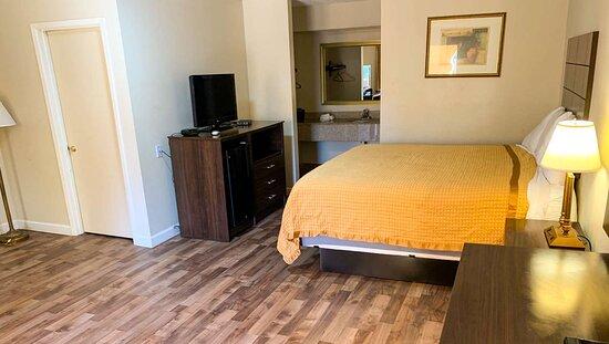 MStar Brewton Brewton AL Guestroom KingSuite