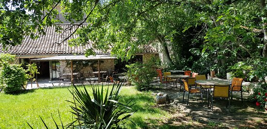 Brissac, France: Terrasse pour les petits déjeuner ou nos ardoise/planches de charcuterie et fromages locaux
