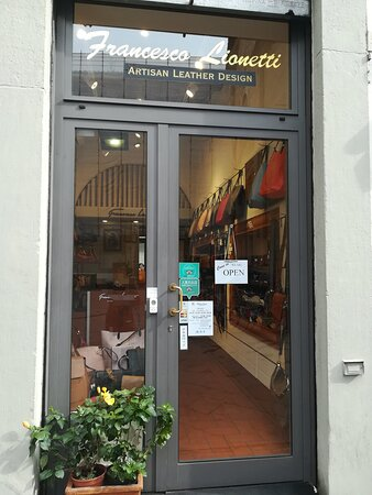 Francesco Lionetti is in Via della Spada, 48R, Florence, Italy. You can buy our genuine leather accessories online.