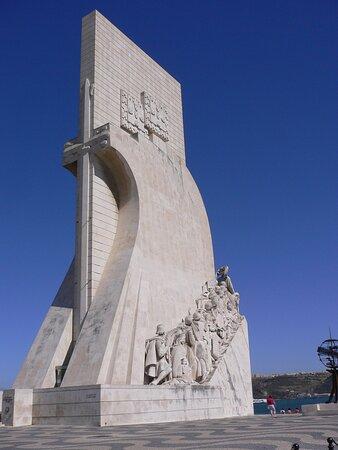 Souvenirs de mes Voyages --- Portugal -- Centre -- Un des monuments emblématique de Lisbonne -- Le monument aux Navigateurs tel la proue d'un des nombreux bateaux partis découvrir le Monde -- Vasco de Gamma étant le plus connu .20.11.19