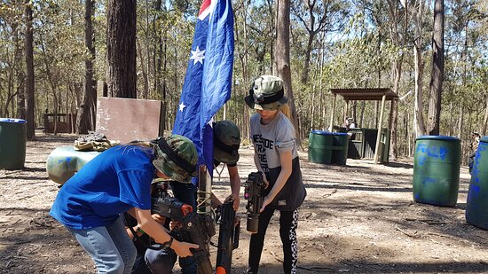 """Mount Cotton, Australie : Did you know you can play """"Battle Royale"""" live? Inspired by the popular FORTNITE video game, Laser Skirmish now has supply crates"""