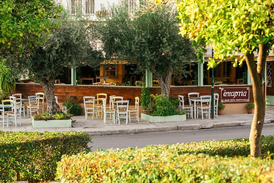 Ilioupoli, Yunanistan: Απαρτία ◾ Ροκ Μεζεδοπωλείο ◾ Καφέ ▪️ Ποτό ▪️ Φαγητό ▪️ Μεζέ 📍 Βοσπόρου 22, Ηλιούπολη