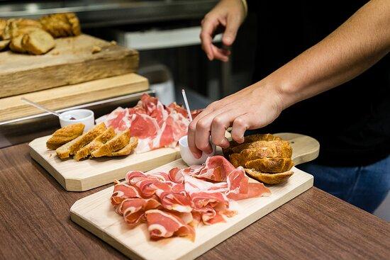 Pontboset, Taliansko: Cena con menù fisso stagionale, usando sapori delle nostre terre e molti prodotti coltivati da noi.