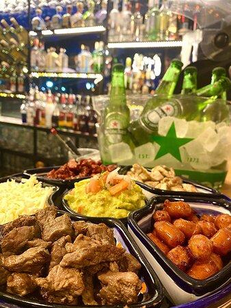 Taquiza—> lomo,pollo,cerdo y chistorra! Perfecta para compartir con tus amigos o familia!