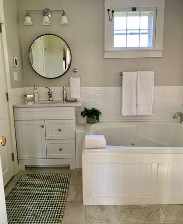 Ashley Suites Bathroom with over sized jetted tub