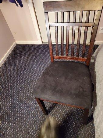 Salem, أركنساس: Broken chair