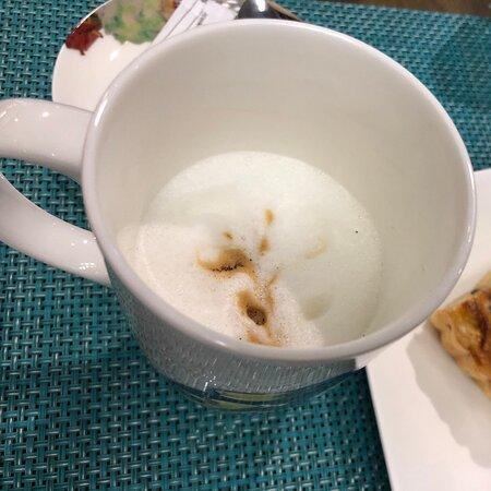 Насладится чашечкой кофе , в красивой посуде , это великолепное утро!