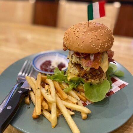 #มื้อค่ำวันนี้ #พอดีคำ🍳 #ดับเบิ้ลเบอร์เกอร์🍔🍔 #คนละครึ่ง🧩 #เราเที่ยวด้วยกัน🛵 #Double🍟 #Burger🍔 #Pork ฿250.- {หมู} #Australia #Beef ฿289.- {เนื้อวัวออสเตรเลีย}