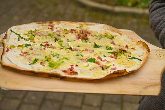 Kallmuenz, Đức: Ab jetzt original Elsässer Flammkuchen aus dem Holzofen. Bon appétit !