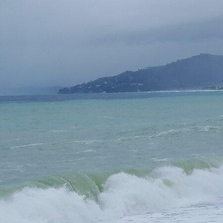 La riva è più sicura, ma a me piace combattere con le onde del mare. (Emily Dickinson)