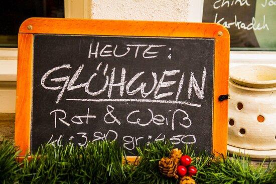 Kallmuenz, Đức: Ab jetzt in der kalten Jahreszeit. Vin chaud ! Frz. Glühwein...