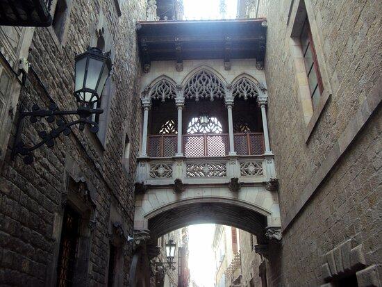 Quartier gothique (en catalan: Barri Gòtic)
