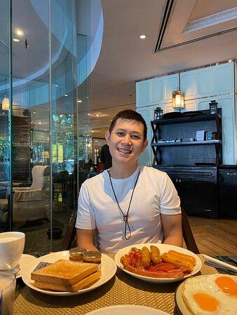 อาหารเช้า และ อาหารเที่ยง