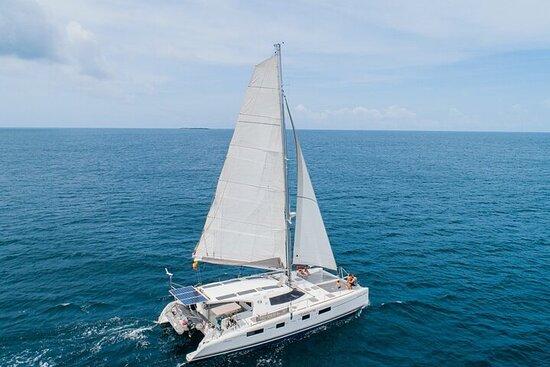 Tour de Día Completo en Catamarán por...