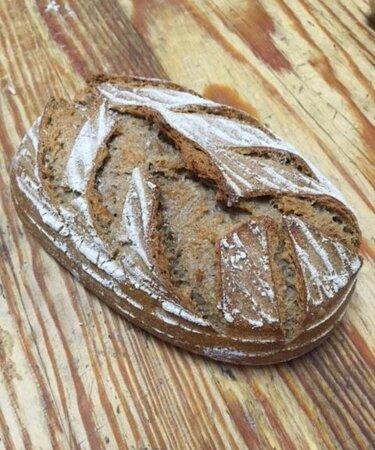 Pan de centeno integral.