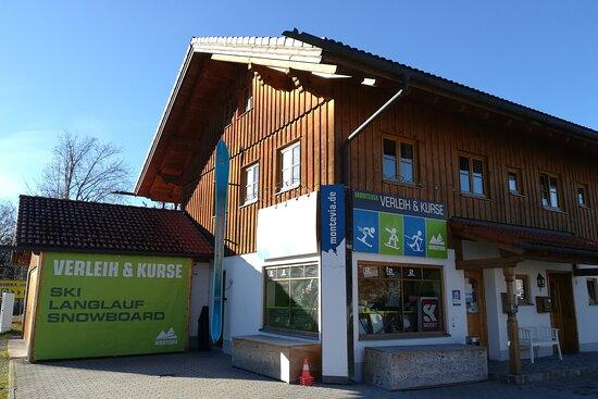 Salomon Verleihstation - Montevia Skiverleih & Kurse