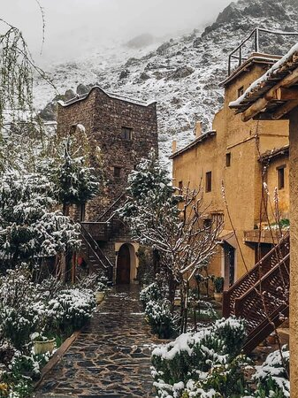 Now is the time! If you want to see snow in #morocco, this is the moment to travel to the Atlas mountains 🌨️   For more instagram.com/merzouga_tours_ #imlil #village #alhaouz #marrakech #morocco #snowing